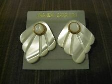 2+1 STUD EARRINGS, MOTHER OF PEARL PETAL SHAPE AND ROUND SHAPE, GOLD TONED METAL