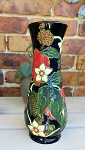 """COUNTRY CRAFTS   """" Strawberries""""   Vase by Annie Rowe   25cm / 11 inches High"""