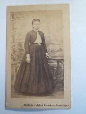 Gardelegen - stehende Frau im Kleid - Portrait / CDV