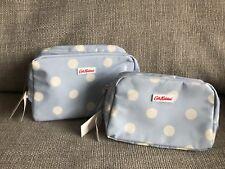 Cath Kidston Bebé Azul De Lunares Lavado de tela de aceite/Bolsa De Viaje Conjunto