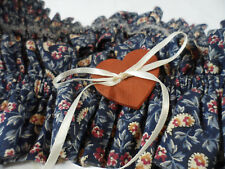 Longaberger Medium sized Garter with flowery blue fabric & a Heart tie on