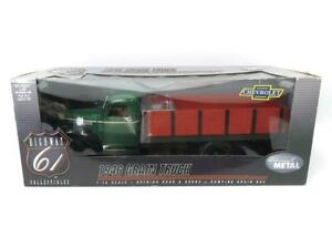 1/16 Green 1946 Chevy Grain Truck w/ Red Grain Bed Die Cast Promotions DCP 50190