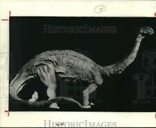 1987 Press Photo Brontosaurus sculpture by John Fischer - hcb02338