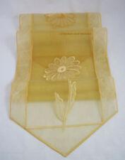 Plauener Spitze-Tischläufer  gelb ca. 32,5 x 145 cm