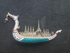 Broche ancienne en vermeil signée. Drakar dragon, personnages