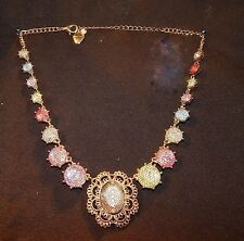 NWOT BETSY JOHNSON NECKLACE, BEAUTIFUL & BRIGHT