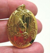 GOLD RELIGIOUS LOCKET 20 X 27 MM PRAYING HANDS 2 SIDED