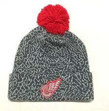 MITCHELL & NESS  DETROIT RED WINGS CRACK PATTERN KL85Z GREY/TEAM BEANIE WITH POM