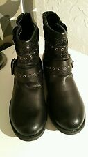 Barratts Girls Boots Size: (5) Youth