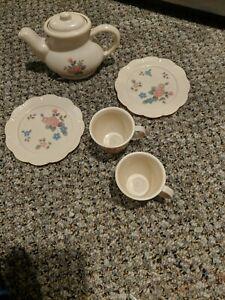 Vintage TOOTSIETOY Children's Tea Set 6 Pieces Floral Motif Tea Cups & Plates