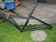 "Gt avalanche frame 17"" black . Seat post Pro, XT bb, FSA headset."