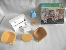 DOLLS HOUSE SET STANDARD LAMP / PIANO & STOOL / WICKER STYLE TABLE & 2 ARMCHAIRS