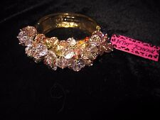 BETSEY JOHNSON ICONIC PINK ROSE CLUSTER WITH BOWS BANGLE GOLD TONE BRACELET