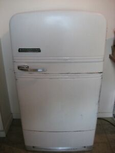 Antique 1939 Westinghouse American refrigerator in good shape