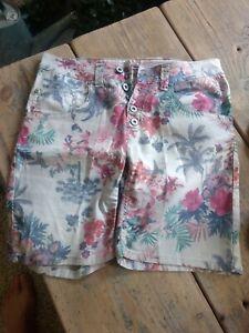 ♥PLEASE ITALY Shorts grau Tropical Hawai Motive Metall-Herz & Knöpfe Gr. S