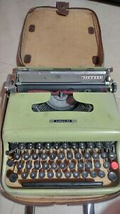 Olivetti Lettera 22 Vintage Portable Typewriter with Case