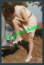 or. Foto Agfacolor VW Käfer Dame Erotik Fetisch upskirt legs Voyeur Vintage 1959