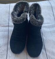 Khombu Lisa All Weather Black Suede Ankle Boots Black With Fur Trim Womans sz 8