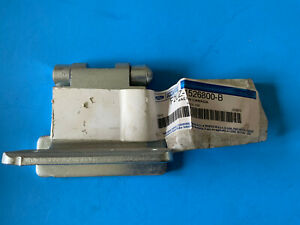 Ford F2UZ- 1526800- B hinge