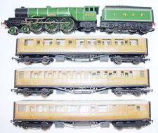 Hornby OO HO A3 FLYING SCOTSMAN STEAM LOCOMOTIVE + 3 TEAK COACHES Gift Set NM`05