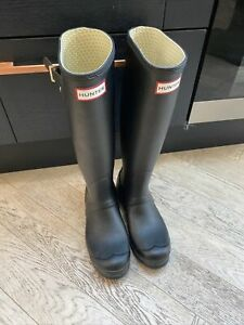 Hunter Wellies Size 4 Black