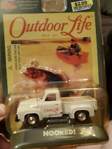 RACING CHAMPIONS OUTDOOR LIFE PICK-UP TRUCK