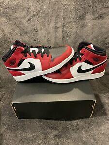 "JORDAN 1 MID ""CHICAGO BLACK TOE"" BLACK GYM RED GS 554725 069 Size: 4y - 7y"
