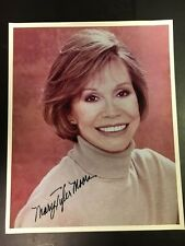 Mary Tyler Moore Original Signed 8x10 Photo Lovely Closeup  with COA