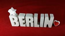 Städte Namen BERLIN Reise Hotel mit Stern und Herzklammer.