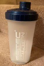 SCITEC Nutrition proteína 700ml Botella gimnasio Batidora Mezclador de Plástico Color Azul