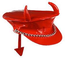 Casquette rouge en vinyle avec cornes et queue de diable fete deguisement