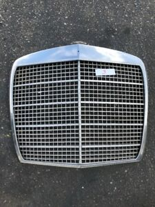 MERCEDES W108 280SE W109 300SE USED FRONT GRILLE SEDAN 4 DOOR #3 NO EMBLEMS