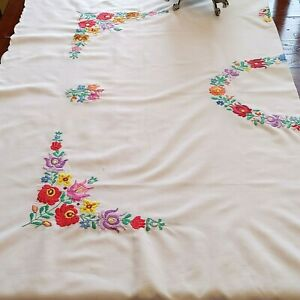 "Vintage Linen Tablecloth 90 x 56"" European Floral with Centerpiece Design"