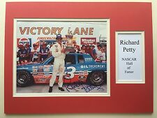 "Nascar Richard Petty signé 16"" x 12"" double mounted Display"
