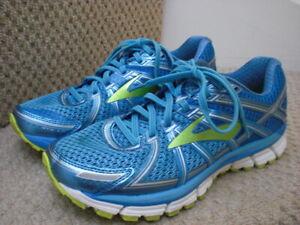 Ladies Brooks GTS 17 Running Walking Trainers Size 7 UK,euro 40.5