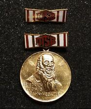 DTSB Friedrich Ludwig Jahn Medaille, teil emailliert, lesen...