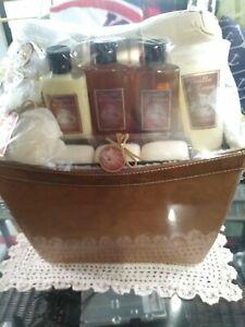 Home Spa Gift Basket, Luxurious 9 Piece Bath Body Set Men/Women, vanilla & cream