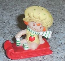 Strawberryland Miniatures APPLE DUMPLIN w sled Pvc Strawberry Shortcake Figure