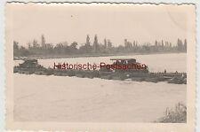 (F4052) Orig. Foto deutsche Lkw fahren ü. Schiffbrücke, Frankreich 1939-40