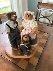 1989 ROBERT RAIKES WOODEN  BEAR FAMILY OF 3 SET~MOM, DAD & SON~VICTORIAN OUTFITS
