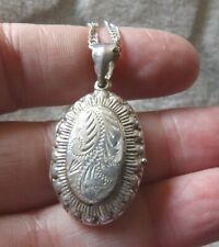 Ornate sterling silver oval shell edged engraved front locket  & chain XWL35-3