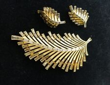 RARE! Large TRIFARI Black Diamond Baguette Rhinestone Palm Frond Leaf Brooch Set