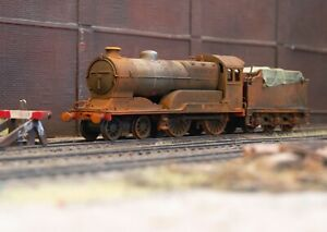 OO scrapyard Butler Henderson locomotive, heavily rusted and weathered. Ref 3