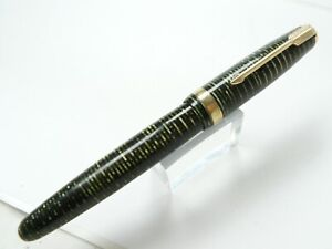 PARKER VACUMATIC FOUNTAIN PEN  5'' LONG GREEN  NICE IMPRINT AND CONDITION