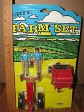 Ertl IH 1/32 Farm Set on Card 2400 Baler WF Tractor & 2 People 27-70AO   544?