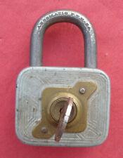 ANCIEN CADENAS avec sa clé AUTOMATIC F.T.H. 84 - VINTAGE PADLOCK with key