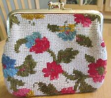 VTG LARGER TAPESTRY CHANGE/COIN PURSE 2 COMPARTMENTS KISS CLOSURE & FLORAL MOTIF