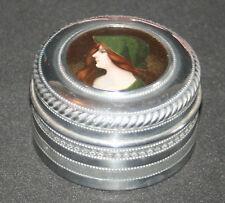 ancienne boite ronde poudre? aluminium ciselé poli médaillon femme fin XIX ème