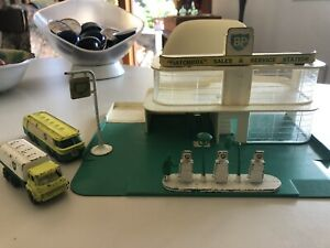 Matchbox Service Station With 2 BP Tankers