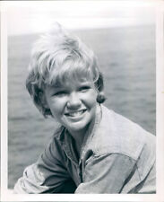 HAYLEY MILLS VINTAGE SMILING B/W 8X10 PHOTO